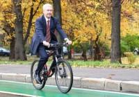 Чиновники и жители Москвы сменят автомобили и автобусы на велосипеды