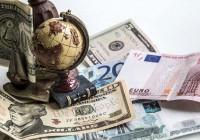 Курсы доллара и евро относительно рубля вновь начали расти
