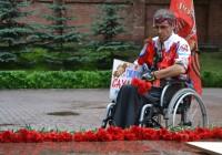 В Смоленск прибыл участник одиночного пара-пробега Игорь Скикевич
