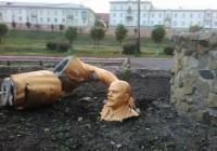 Из-за неудачного селфи от памятника Ленину остались одни ноги