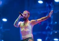 Лидер рок-группы «Пилот» поблагодарил полицейских за найденную гитару, ранее пропавшую в Смоленске