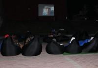 На смоленской набережной устроили кинотеатр под открытым небом