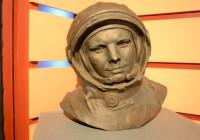 Памятники смоленскому космонавту появились в двух европейских городах