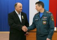 Смоленский спасатель получил награду за спасение утопающего