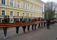 400-метровую георгиевскую ленту передали из Смоленска в Донецк