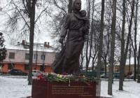 В Ельне открыли памятник Женщине