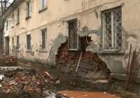 Лежачий полицейский виновен в обрушении стены дома в Смоленске