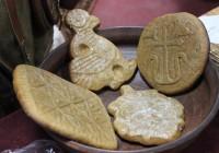 В Гнёздове изготовили «медовый хлеб» по старинным рецептам