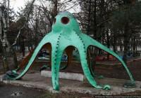 Смоленский «Жилищник» наказали за травмоопасную детскую площадку