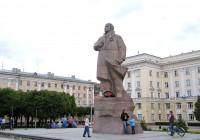 Ленина попросили подвинуться