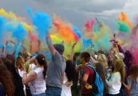 В Смоленске проходит фестиваль красок «Холи». Фотоотчёт