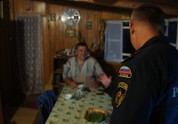 В Сафоновском районе жители помогают в организации лодочной переправы