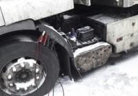 Смоленскому дальнобойщику помогают с ремонтом фуры