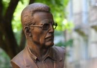 Бронзовому Борису Васильеву в Смоленске обещают вернуть очки в течение месяца