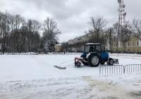 На площади Ленина в Смоленске готовят место для катка