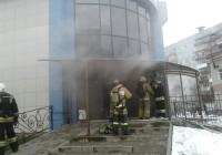 Смоленские пожарные спасали животных из зоомагазина в загоревшемся торговом центре