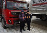 Сотрудники смоленской Госавтоинспекции раздали водителям апельсины