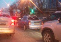 Из-за мелкой аварии на Киселевке образовалась большая пробка