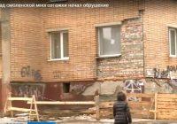 Часть фасада обрушилась на доме №2 в Трамвайном проезде в Смоленске