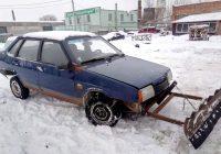 В Смоленске переоборудовали машину в грейдер для уборки снега