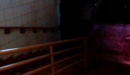 В подземном переходе в центре Смоленска сломалось освещение