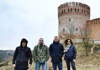 Группа «Банд'Эрос» сфотографировалась на фоне достопримечательностей Смоленска