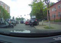 Автохам на внедорожнике попал на видео в Смоленске