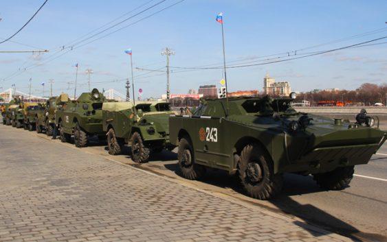 На Смоленск движется колонна бронетехники