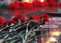 В Смоленске зажгли свечи памяти у Вечного огня