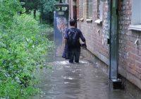 Гроза с ливнем вызвали в Смоленске настоящий потоп