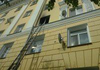 В центре Смоленска загорелась квартира