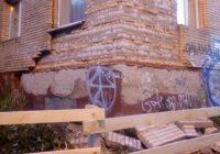 Кирпичную кладку на фасаде жилого дома в Смоленске восстановят