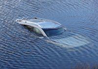 Дмитрий Моисеев спас детей из тонущего автомобиля