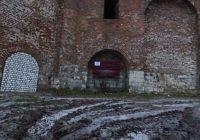 Губернатор Смоленской области поручил разобраться в ситуации с замурованной крепостной стеной