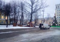 На площади Ленина устанавливают домики для новогодней ярмарки