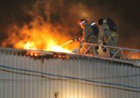 С пожаром в Смоленске боролись 38 спасателей и 12 единиц техники