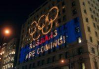 Болельщики устроили световое шоу напротив штаб-квартиры WADA в канадском Монреале