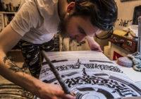 Искусство из ковра и палок