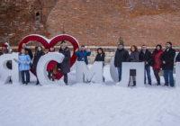 Российских и белорусских журналистов и блогеров Смоленск встретил медовым хлебом и пряниками