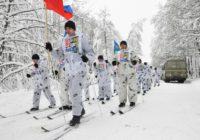 Участники сверхдальнего лыжного перехода почтили память воинов-десантников в Угранском районе