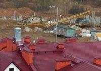 В Смоленске из-за ветра упал строительный кран