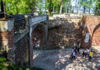 Разбит, но не сломлен. «Мост вздохов» стал жертвой фейка