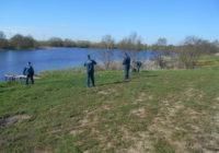 Сотрудники МЧС очистили ещё одно озеро от мусора