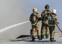 В Смоленске сгорел колбасный цех «ДСК». Репортаж с места событий