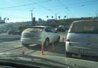 Смоляне игнорируют ограничительные столбики на дорогах
