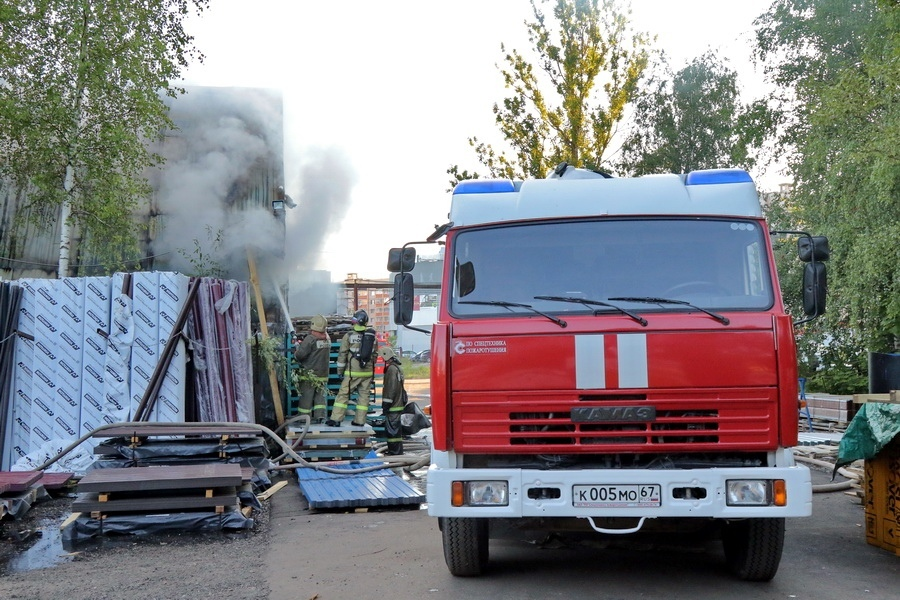 Пожар в ангаре на Краснинском шоссе в