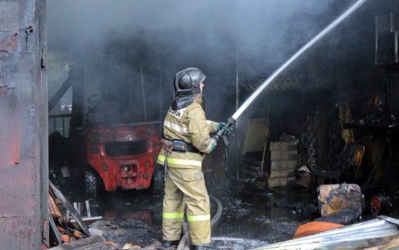Пожар в ангаре на Краснинском шоссе