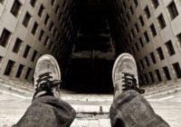 В соцсетях обсуждают самоубийство молодого парня в Рославле
