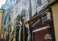 Двор патриотизма и свалки. Жители Смоленска жалуются на мусор в центре города
