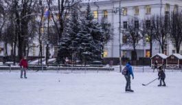 В Смоленске готовятся к открытию главного катка